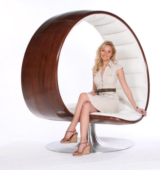 Кресло для интимного общения  Hug Chair от дизайнера Габриэллы Азлатос