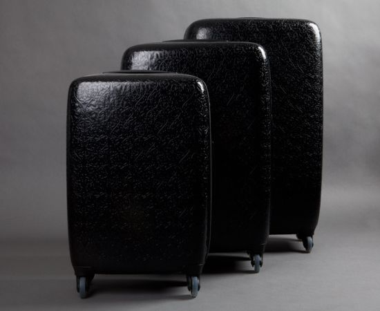 чемоданов из кожи.