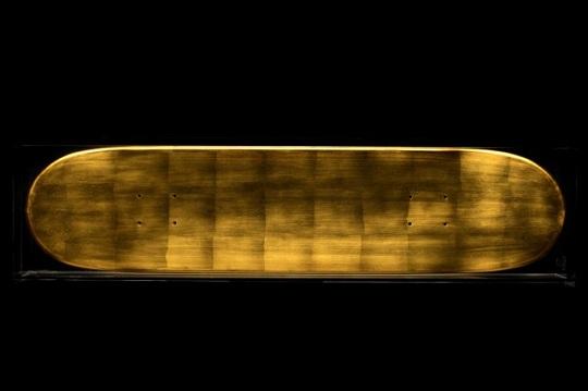 Скейборд из 22К золота от BKRW  и Domeau & Pérès