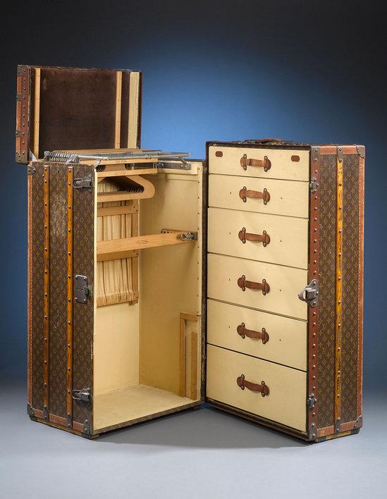 Ретро чемодан от Louis Vuitton.