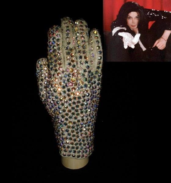 Перчатка Майкла Джексона уйдет с аукциона за $ 85 тысяч