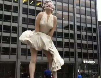 В Чикаго представили статую Мэрилин Монро