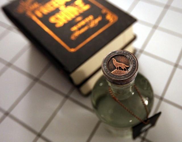 Stillhouse Moonshine: The Book - оригинальный виски в книге