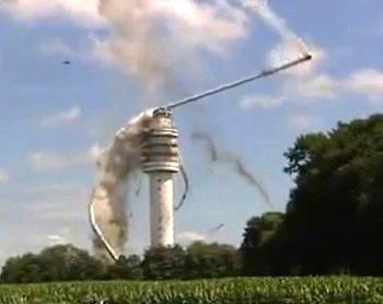 В Нидерландах от пожара рухнула 300-метровая телебашня