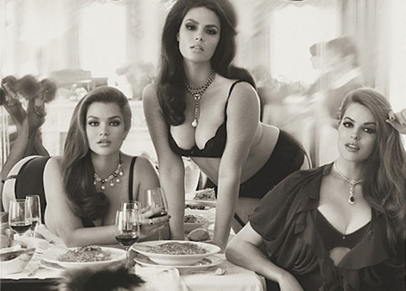 Журнал Vogue поместил на обложку plus size-моделей