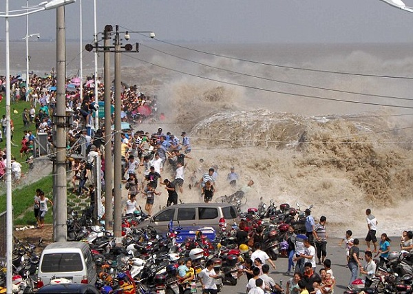 Трагедия в Китае - в результате прорыва реки пострадало несколько человек