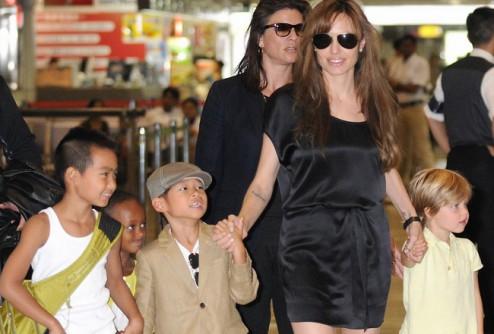 Анджелина Джоли не хочет детей и свадьбы с Питтом