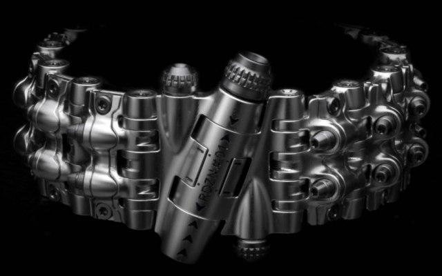 RogueDZN показал бронебраслет Armadillo 161