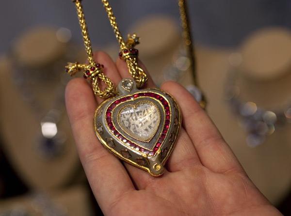 Коллекцию украшений Элизабет Тейлор привезут в Москву, а затем выставят на Кристис