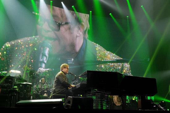 Элтон Джон приобрел рояль за  млн.