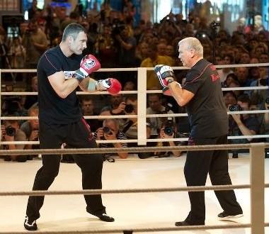 Кличко и Адамек провели тренировку перед боем