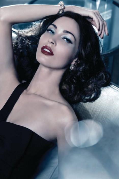 Меган Фокс стала лицом рождественской коллекции косметики Giorgio Armani