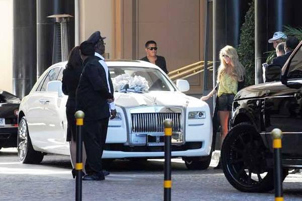 Джеймс Стант подарил Петре Экклстоун Rolls Royce Ghost