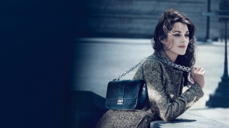 Марион Котийяр в рекламной кампании Miss Lady Dior Handbags
