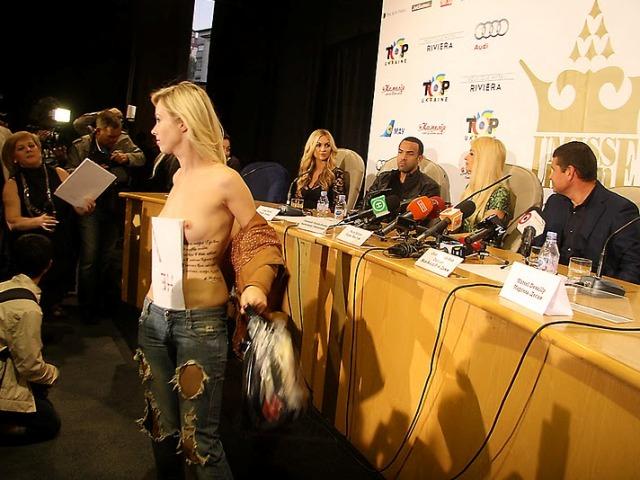 FEMEN против Пэрис Хилтон