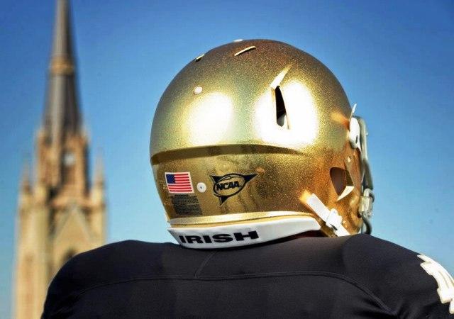 Золотые шлемы для эффектного футбола