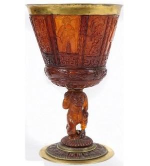 300-летний свадебный янтарный кубок продали за $ 400000