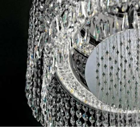 Марсель Вандерс создал душ в виде люстры