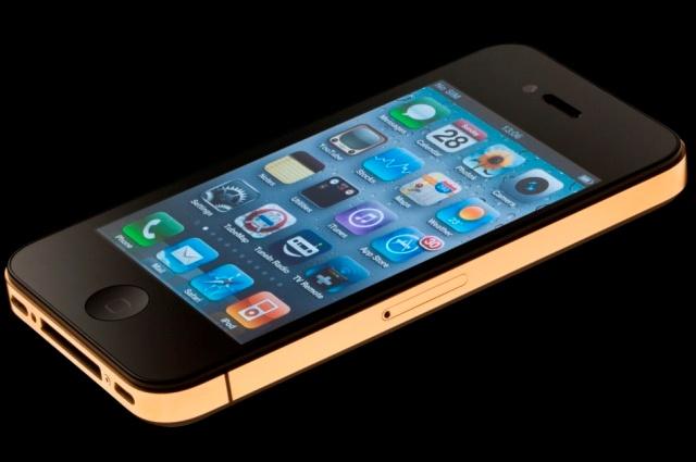 Amosu Couture облагородил золотом iPhone 4S