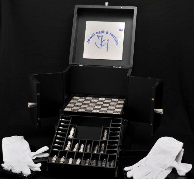 Люксовые шахматы из серебра в кристаллах Swarovski
