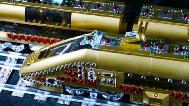Игрушечные поезда LEGO в кристаллах Swarovski от Cimon Art