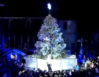 Сваровски подарил елку Межеву