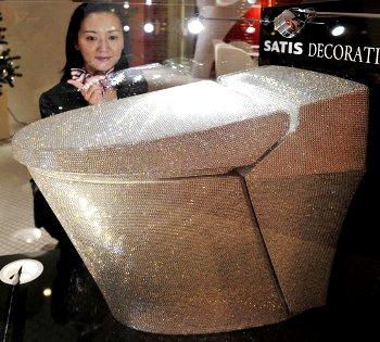 Кристальный унитаз из Японии за $ 128 000