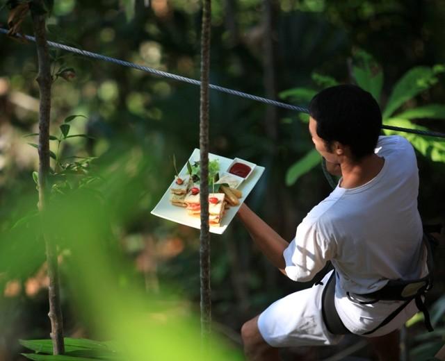 Таиландский отель Soneva Kiri приглашает в ресторан на пальме