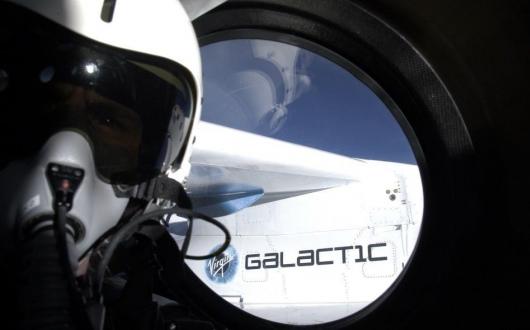 Эштон Катчер полетит в космос с Virgin Galactic