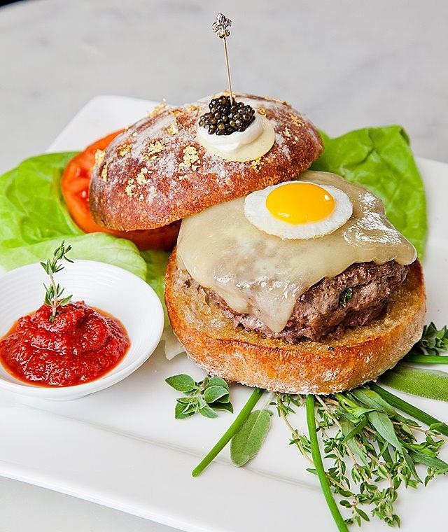 Самый дорогой в мире гамбургер делают в США