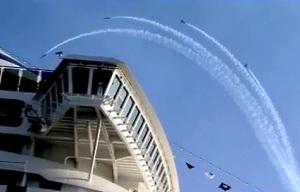 Лайнер MSC Divina и шоу от Breitling Jet Team