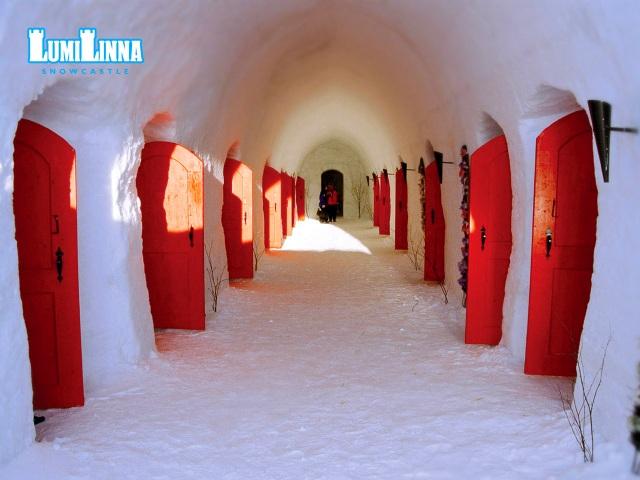 Снежный замок ЛумиЛинна в Лапландии