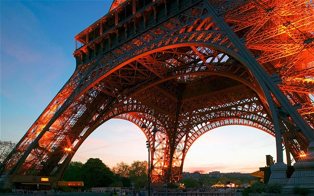 Эйфелева башня - самый ценный памятник Европы