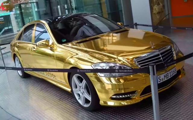 Золотой Mercedes-Benz S 500