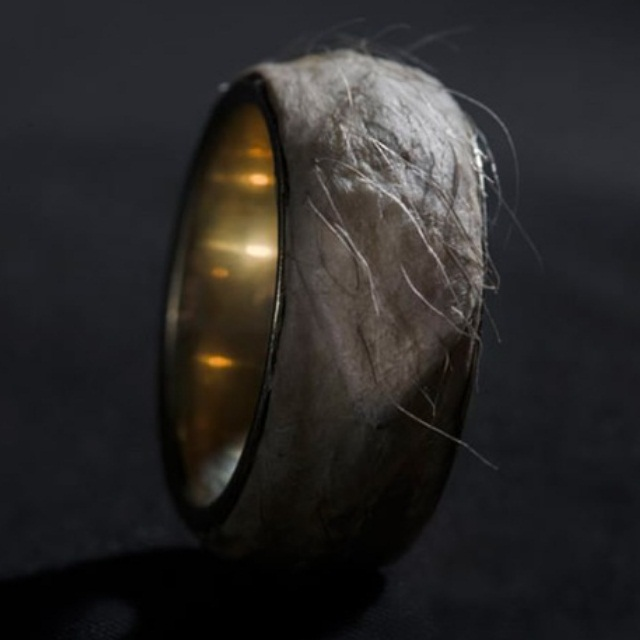 Кожаное кольцо за полмиллиона