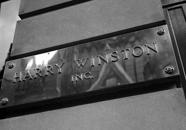 Swatch Group купила Harry Winston за  миллиард