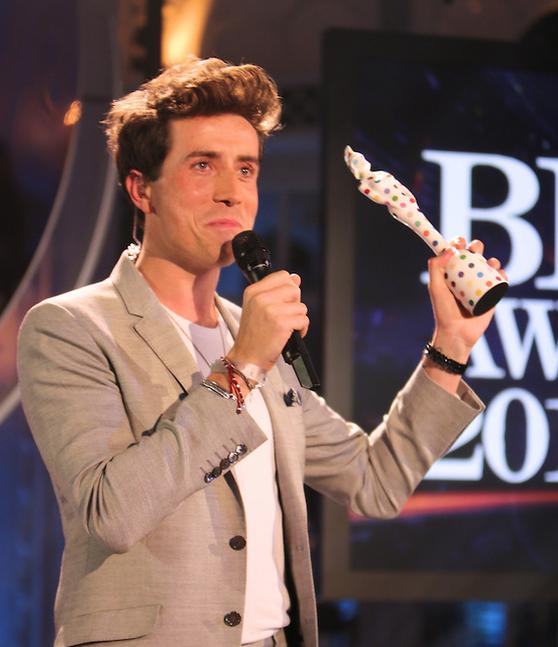 Дэмиен Херст создал статуэтки для British Awards 2013