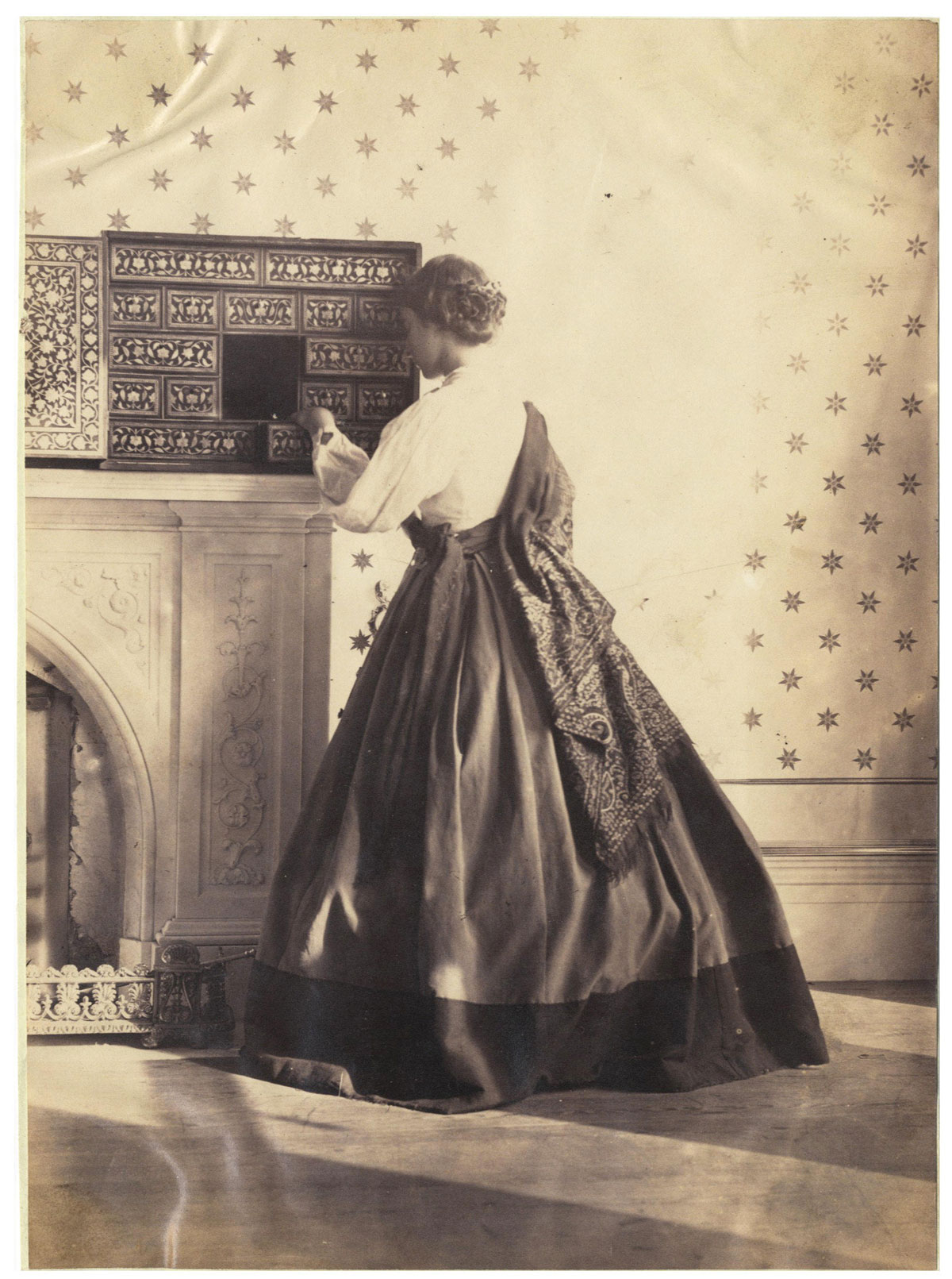 19th century photography Lorine introduces 5 types of early 19th century photographs - daguerreotypes, ambrotypes, tintypes, cdvs (cartes de visite) and cabinet cards see http://oli.