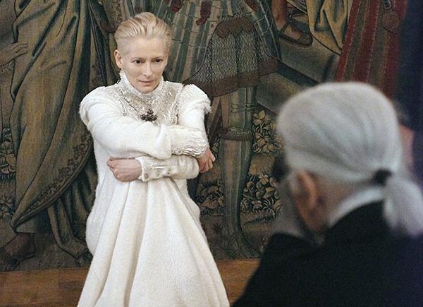 Тильда Суинтон стала лицом рекламной кампании Chanel