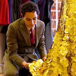 Зак Позен сшил золотое платье в честь мороженого Magnum