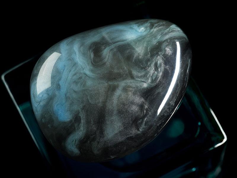 Armani Prive Nuances eau de parfum is a brilliant reflection of the multi-faceted world of Giorgio Armani