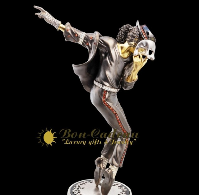 Michael Jackson in Golden Statuette