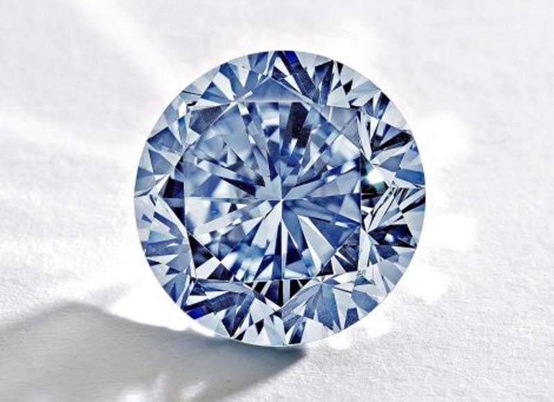 Сотбис выставит на торги редкий голубой бриллиант стоимостью $ 19 млн