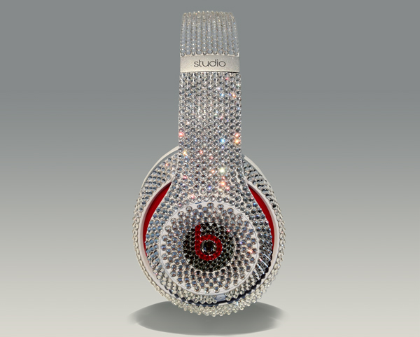 Crystal Rocked выпустил наушники Beats Studio в кристаллах Swarovski