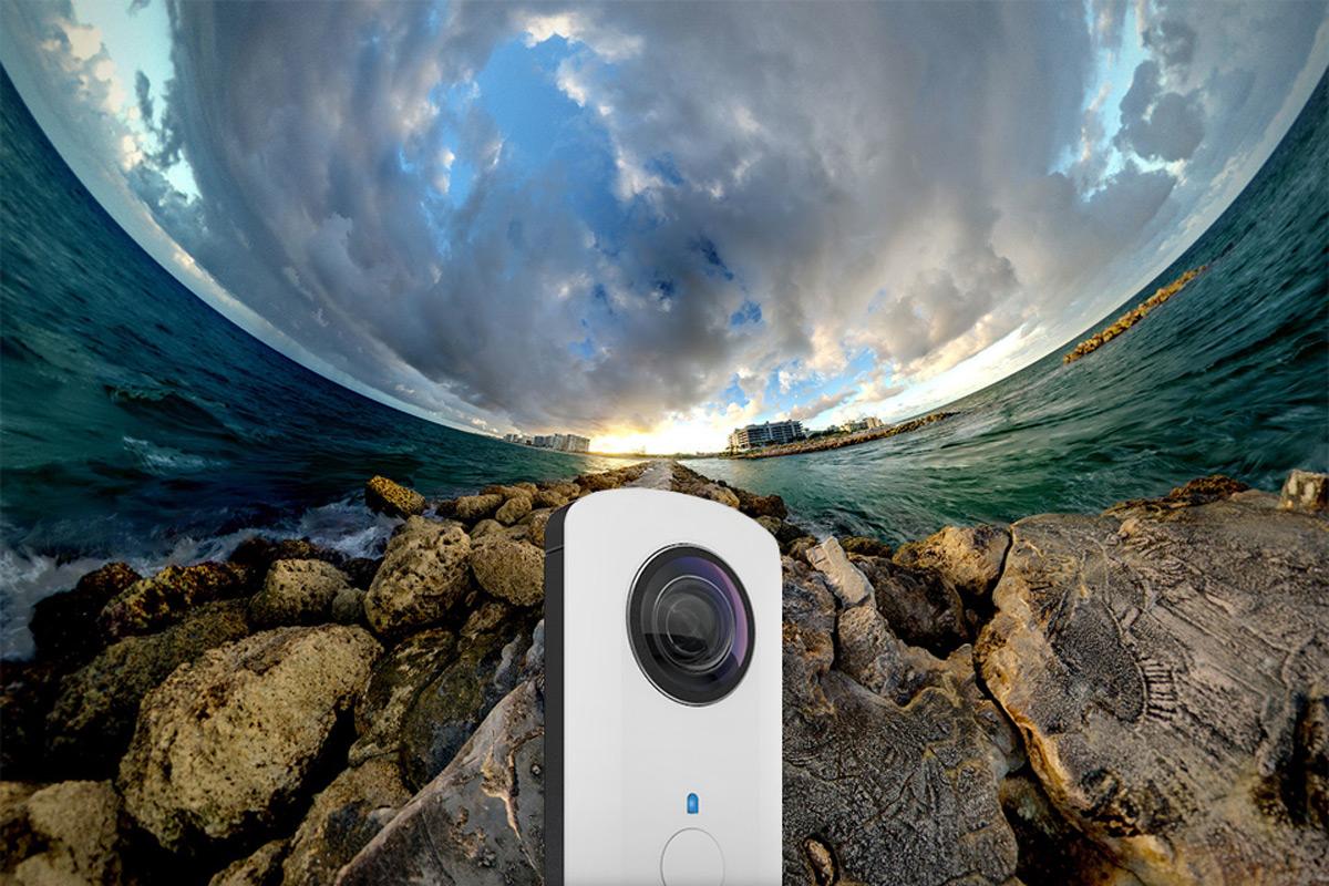 Ricoh Theta - первая в мире фотокамера с панорамной съемкой за один клик