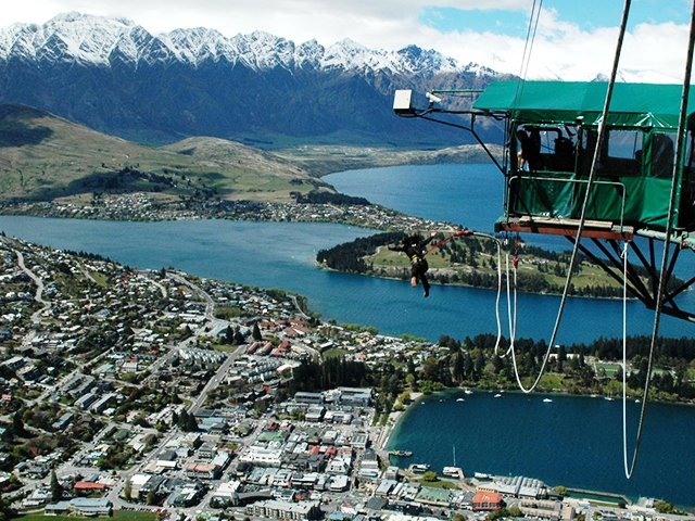 Bungee-jumping in Queenstown