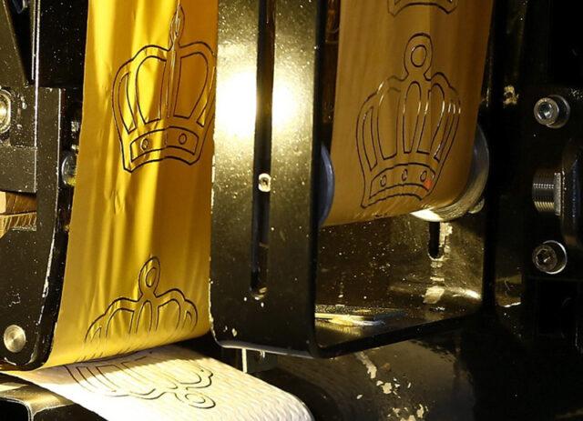 В Германии выпустили туалетную бумагу с тиснением из 24К золота