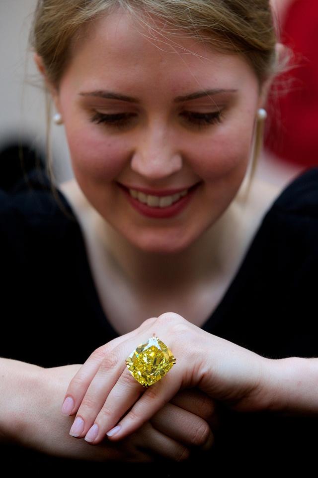 Graff Vivid Yellow Diamond