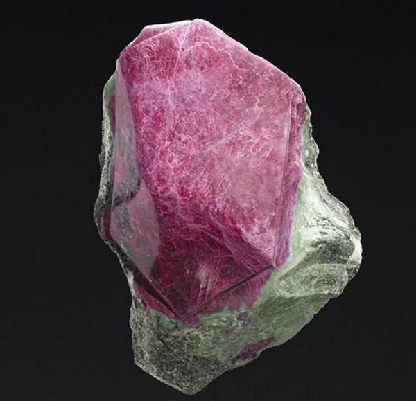 Самый большой кристалл рубина выставят на Bonhams