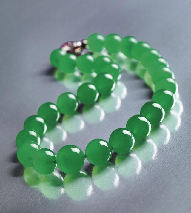 Самое дорогое нефритовое ожерелье продано за ,44 млн